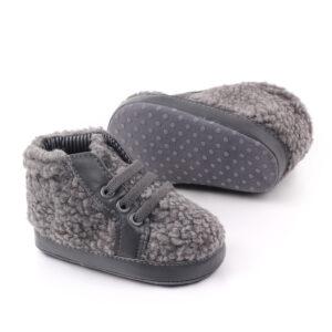 Papucei gri pufosi